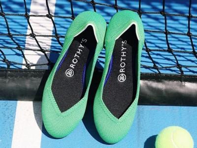 Crean zapatos hechos a partir de botellas de agua recicladas