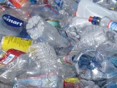 Foro Económico Mundial de Davos y la Fundación Ellen MacArthur, que promueve la economía circular, apoyan plan global para reciclar el 70% de los envases de plástico